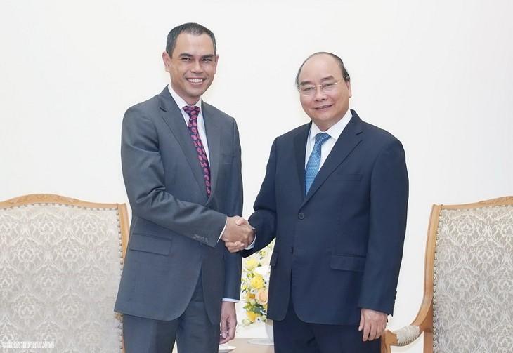 នាយករដ្ឋមន្រ្តីវៀតណាមលោក Nguyen Xuan Phuc អញ្ជើញទទួលជួបជាមួយឯកអគ្គរដ្ឋទូតម៉ាឡេស៊ីលោក Zamruni Khalid - ảnh 1