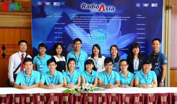 Radio Asia ឆ្នាំ ២០១៣៖ ចំណាប់អារម្មណ៍ដ៏ជ្រាលជ្រៅ - ảnh 17