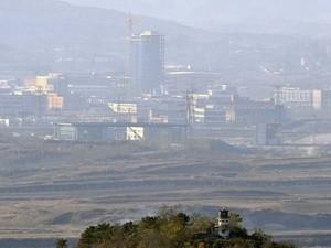 មន្រ្តីកូរ៉េខាងត្បូងទស្សនកិច្ចមណ្ឌលឧស្សាហកម្មរួម Kaesong - ảnh 1