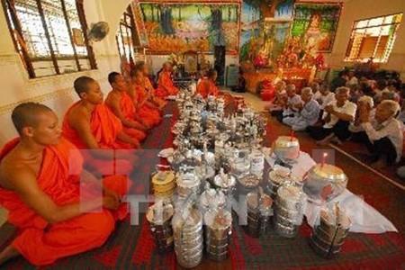 越南各地纷纷举行高棉族传统新年见面会 - ảnh 1