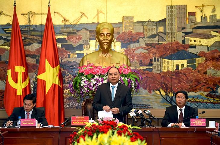 越南政府总理阮春福与海防市领导人举行工作座谈会 - ảnh 1