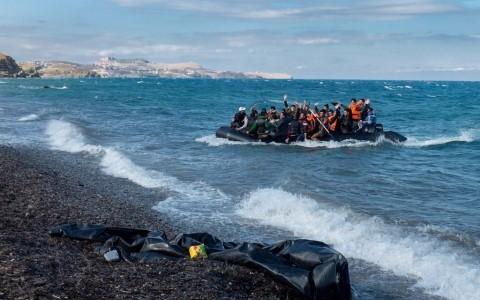 联合国大会通过《难民和移民问题纽约宣言》  - ảnh 1