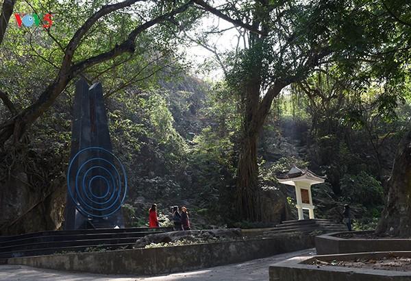 回到胡志明主席70年前在越南之声朗诵贺年诗的地方 - ảnh 1