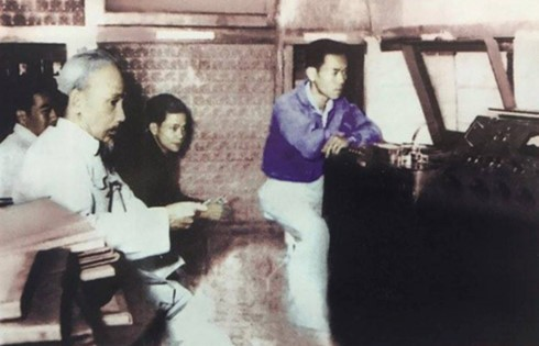 回到胡志明主席70年前在越南之声朗诵贺年诗的地方 - ảnh 2