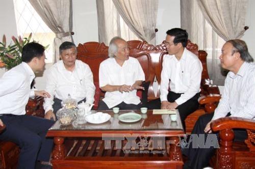 越南党和政府领导人探望一些地方并致以新春祝福 - ảnh 1