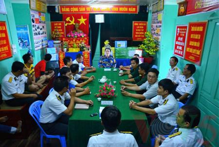 越南高脚屋驻军战士迎接新春 - ảnh 4