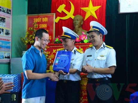 越南高脚屋驻军战士迎接新春 - ảnh 6