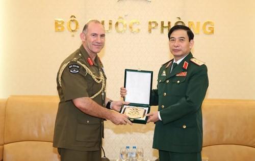 越南人民军总参谋长潘文江会见新西兰陆军司令彼得•凯利 - ảnh 1