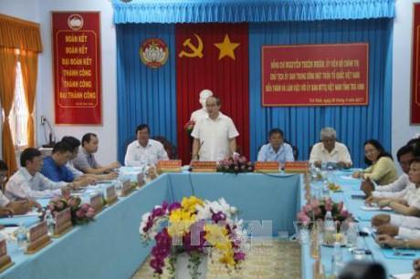 越南祖阵中央委员会主席阮善仁探望茶荣省人民并祝贺传统新年 - ảnh 1