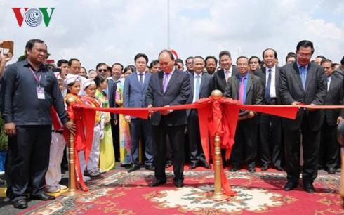 连接越南安江省和柬埔寨甘丹省的大桥落成 - ảnh 1
