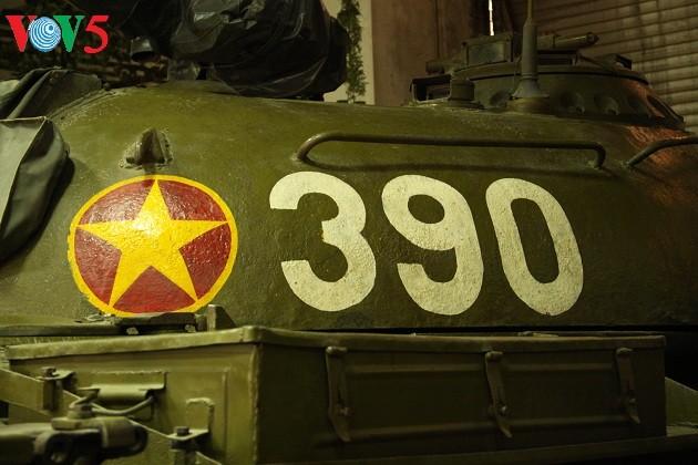 一睹1975年4月30日撞倒独立宫铁门的390号坦克风采 - ảnh 3
