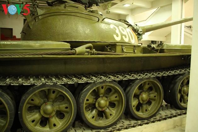 一睹1975年4月30日撞倒独立宫铁门的390号坦克风采 - ảnh 5