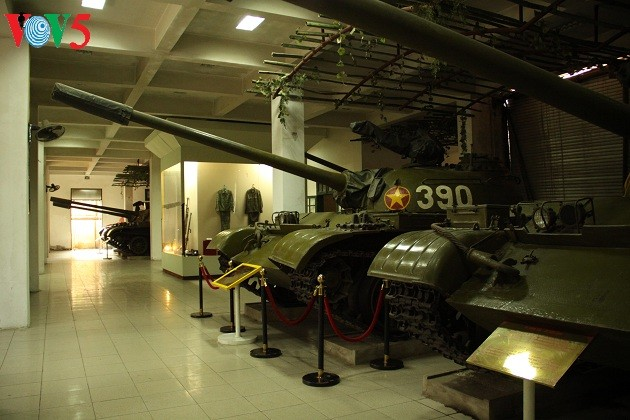 一睹1975年4月30日撞倒独立宫铁门的390号坦克风采 - ảnh 7