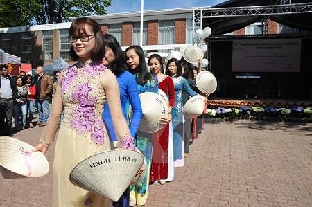 越南参加布鲁塞尔春季艺术节 - ảnh 1