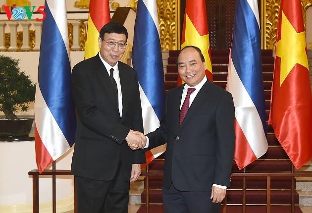 越南政府总理阮春福会见泰国立法议会主席蓬佩 - ảnh 1