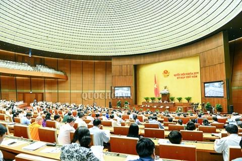 越南国会听取《教育法修正案(草案)》呈文和审查报告 - ảnh 1