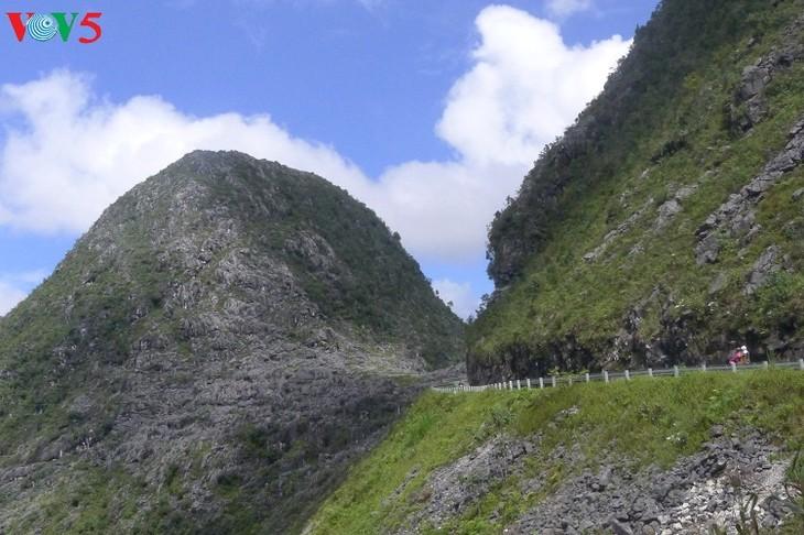 探索河江省同文岩石高原上的苗旺县 - ảnh 1