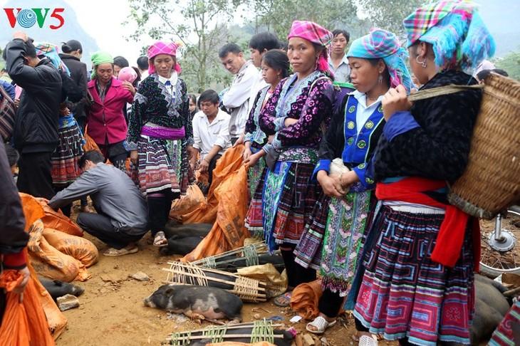 造访黄连山脉脚下的传统集市——三堂地集市 - ảnh 2