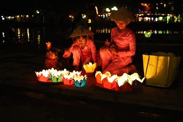 越南文化美中的会安花灯节 - ảnh 1