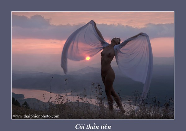 观看在越南首次获准举办的裸体摄影展 - ảnh 13