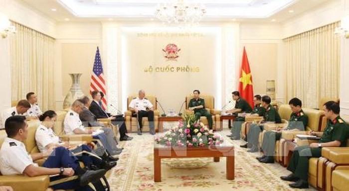 Letnan Jenderal Phan Van Giang menerima Panglima Komando Angkatan Darat Pasifik  dari AS - ảnh 1