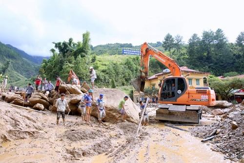 越南各地克服洪水影响 - ảnh 1