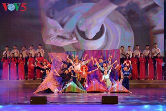 东北地区民族文化体育和旅游节开幕式全景 - ảnh 6