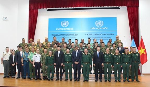 越南参加联合国维和行动:2018年重型工兵装备操作训练班开班 - ảnh 1
