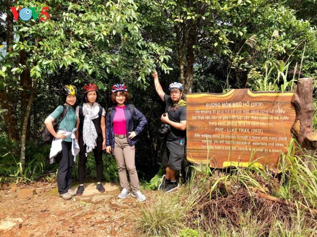 征服五湖和杜鹃瀑布的探险之旅 - ảnh 1