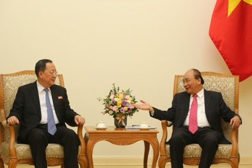 Премьер Вьетнама Нгуен Суан Фук принял министра иностранных дел КНДР - ảnh 1