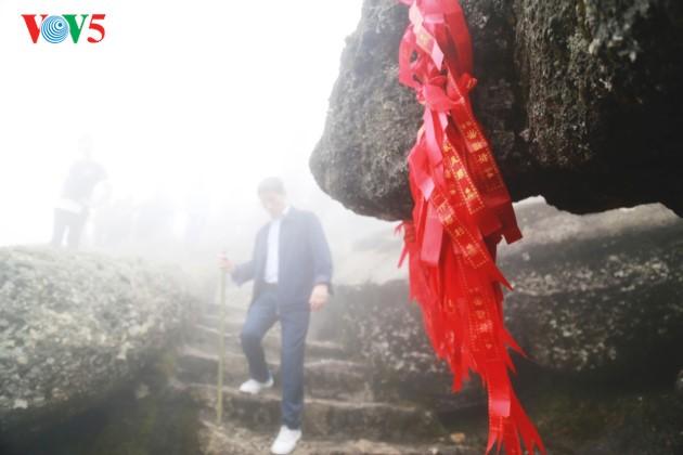 安子峰上的佛皇陈仁宗烙印 - ảnh 17
