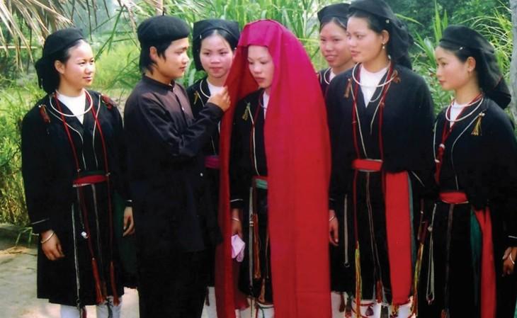 太原省山由族婚俗中最重要的仪式之一——迎接新娘仪式 - ảnh 2