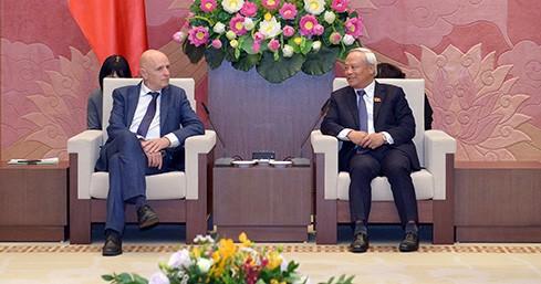 越南国会副主席汪朱刘会见比利时-越南友好议员小组代表团 - ảnh 1