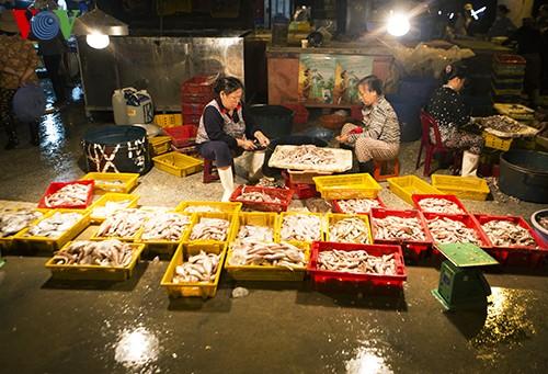 Tho Quang fishing port in spring  - ảnh 11
