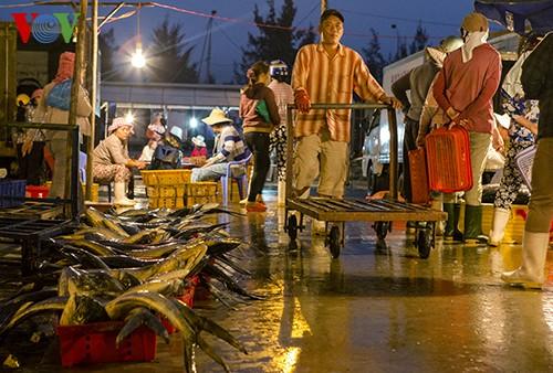 Tho Quang fishing port in spring  - ảnh 13