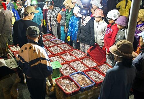 Tho Quang fishing port in spring  - ảnh 3