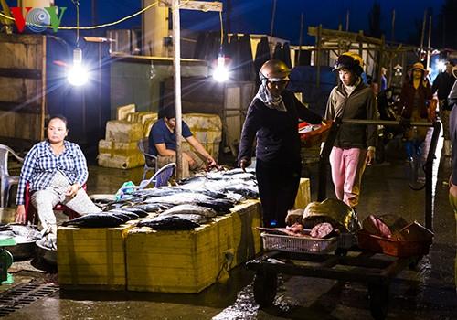 Tho Quang fishing port in spring  - ảnh 5