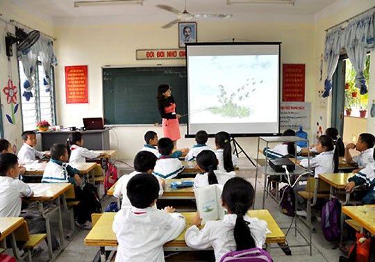 Promoting IT application and new teaching methods among educators - ảnh 1