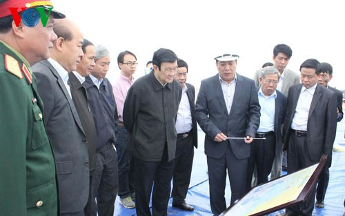 President Truong Tan Sang visits Hai Phong international terminal and defense industrial group 189 - ảnh 1