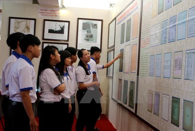 Exhibition on Vietnam's sovereignty over Hoang Sa, Truong Sa opens in Hau Giang - ảnh 1