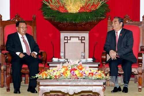 Vietnam, Laos commit to promote their special unity and cooperation  - ảnh 1