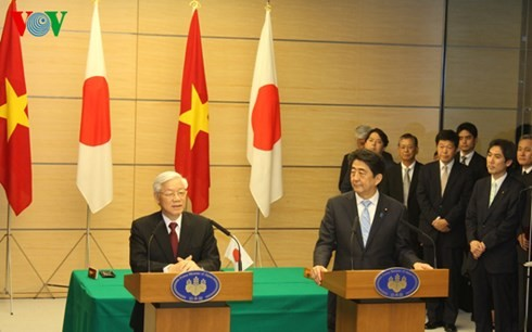Party chief holds talks with Japanese Prime Minister - ảnh 2