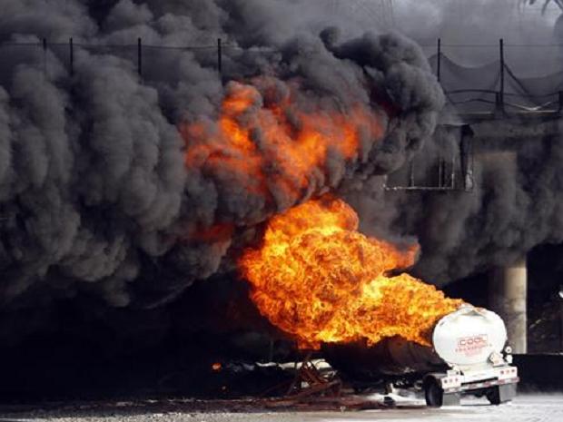 South Sudan oil tanker explosion kills at least 100 - ảnh 1