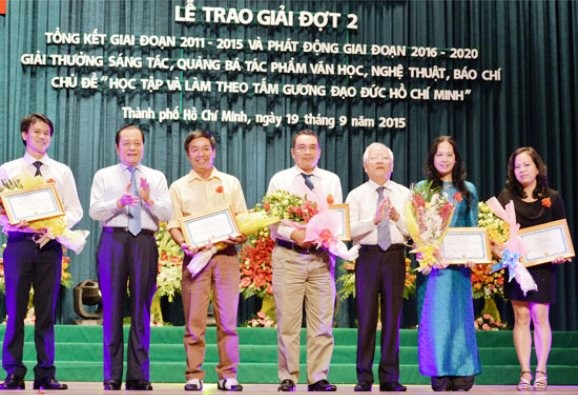 Awarding best works on following President Ho Chi Minh's moral example - ảnh 1