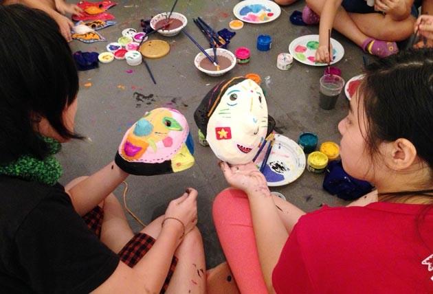 Making paper masks for Mid-autumn festival - ảnh 1