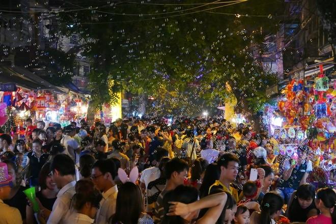 Colorful Hanoi's Old Quarter in Mid-autumn festival - ảnh 10