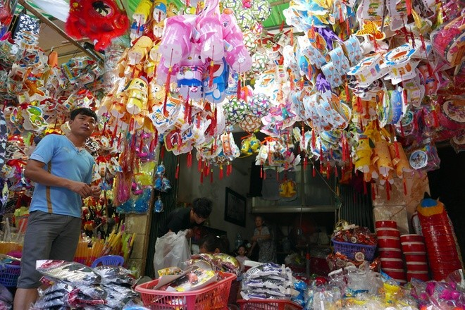 Colorful Hanoi's Old Quarter in Mid-autumn festival - ảnh 4