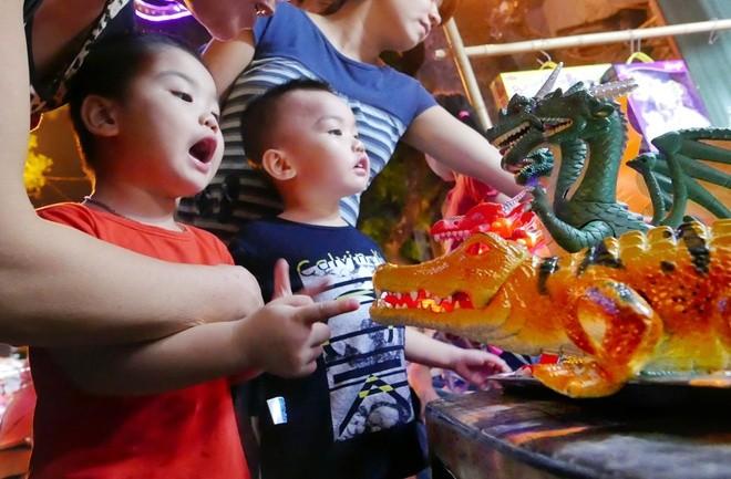 Colorful Hanoi's Old Quarter in Mid-autumn festival - ảnh 8