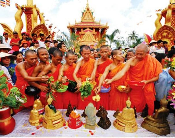 VFF President Nguyen Thien Nhan congratulates Khmer's Chol Chnam Thmay festival - ảnh 1