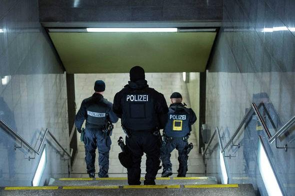 German spy chief warns of IS's terrorist attacks - ảnh 1